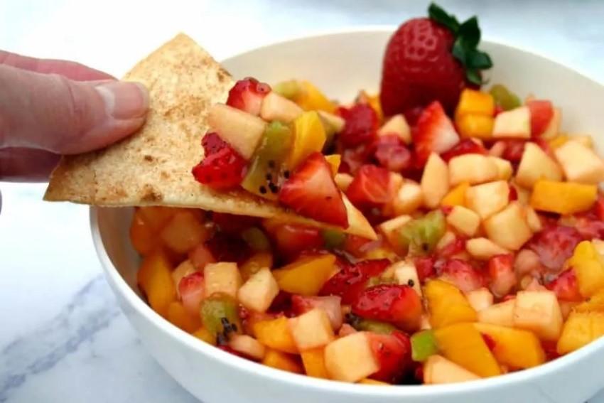 fruit salsa and cinnamon chips